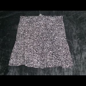 Black and white patterned mini skirt